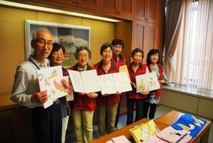 和歌山県立図書館に布製絵本などを寄贈.JPG